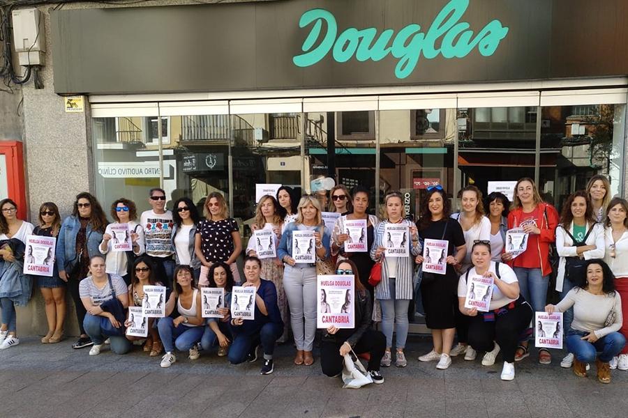 La huelga en Douglas cierra los diez centros de trabajo en Cantabria